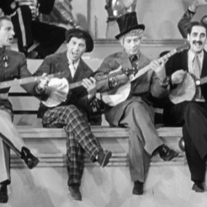 duck-soup-1933-marx-brothers-zeppo-groucho-harpo-chico-banjos-review