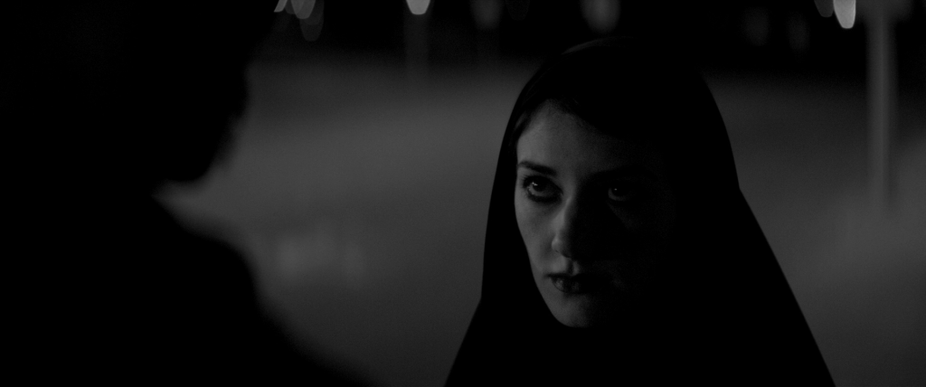 A Girl Walks Home Alone at Night (Uma Rapariga Regressa à Noite Sozinha a Casa, 2014) de Ana Lily Amirpour